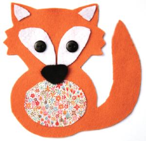 Etape 6 : renard avec les boutons cousus pour faire les yeux